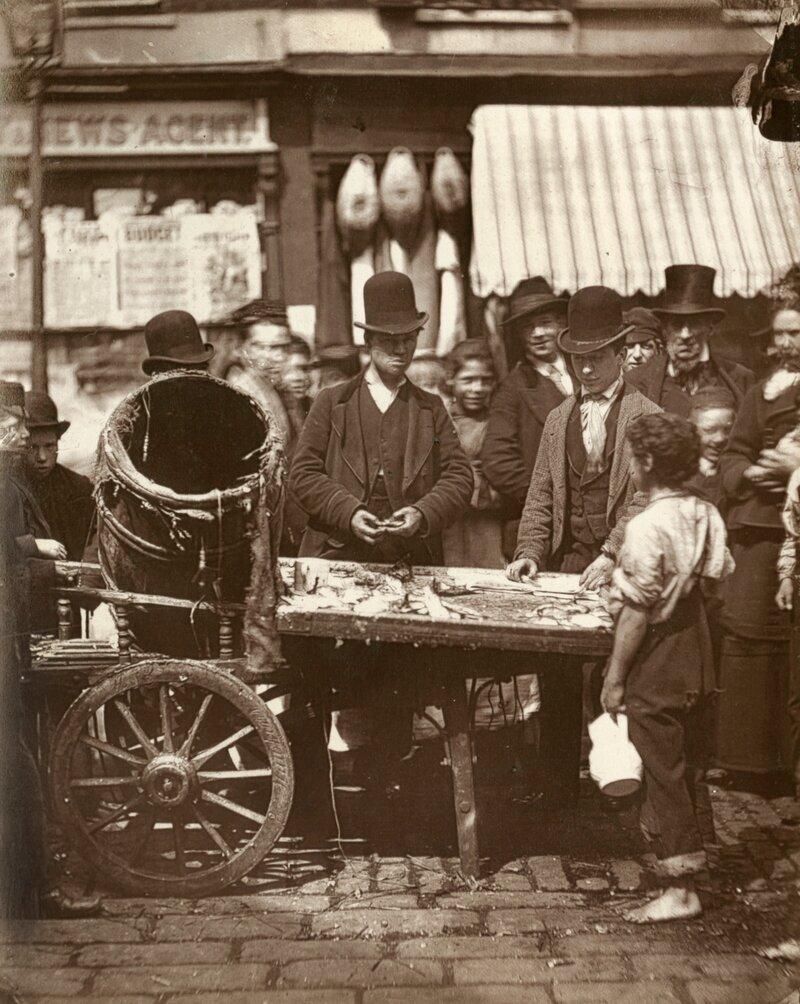 Торговец дешевой рыбой.1877