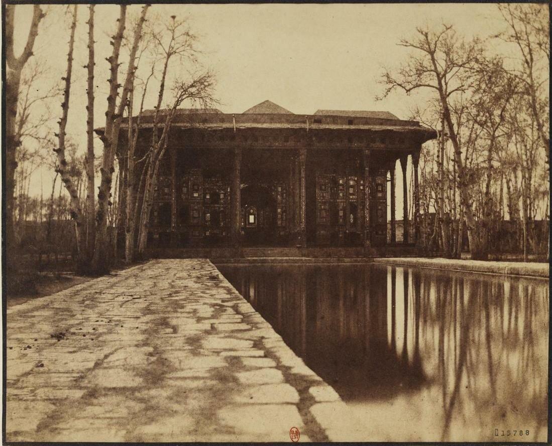 Чехель Сотун, дворец сорока колонн в городе Исфахан