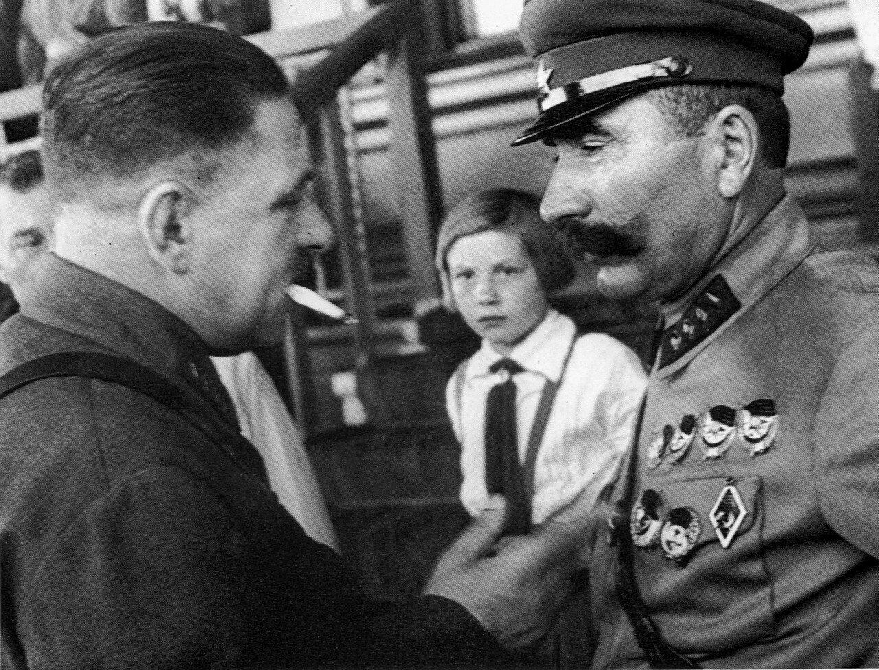 1935. Будённый и Блюхер на московском ипподроме.