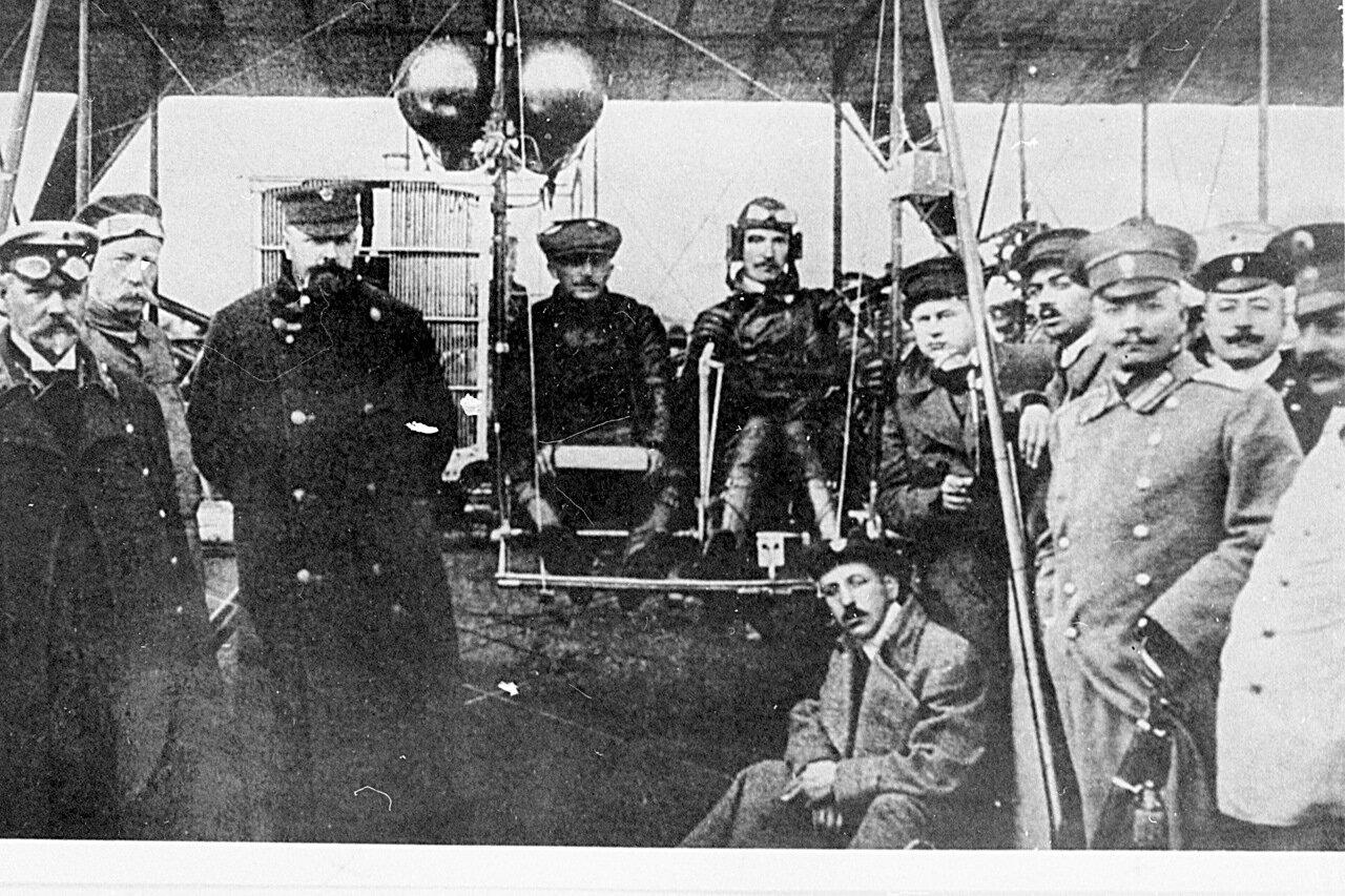 1912, 24 июля. Пилот Всеволод Михайлович Абрамович (11 августа 1890, Одесса — 24 апреля 1913, Санкт-Петербург) прилетел на «Райте» в Санкт-Петербург из Берлина