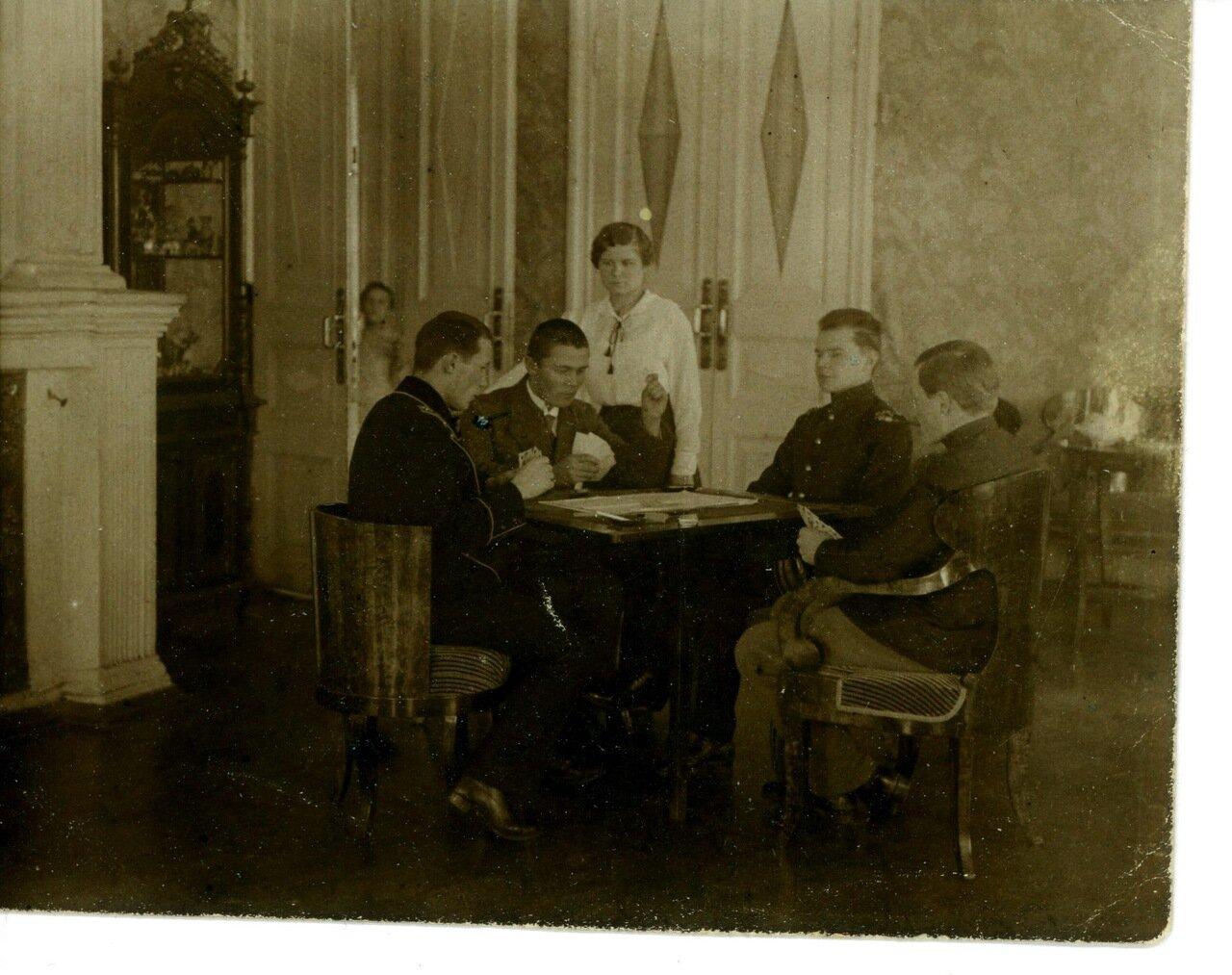 1910. Преферанс в доме Барановых (в центре Александр Сергеевич Баранов)