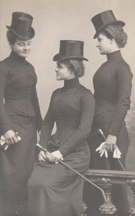Princess Hermine Reuss of Luxembourg with her daughters Caroline and Emma, ca. 1900
