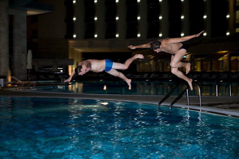 Полеты над бассейном