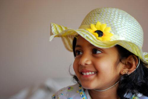 У тебя отличная шляпка! В ней ты смотришься как настоящая маленькая принцесса!