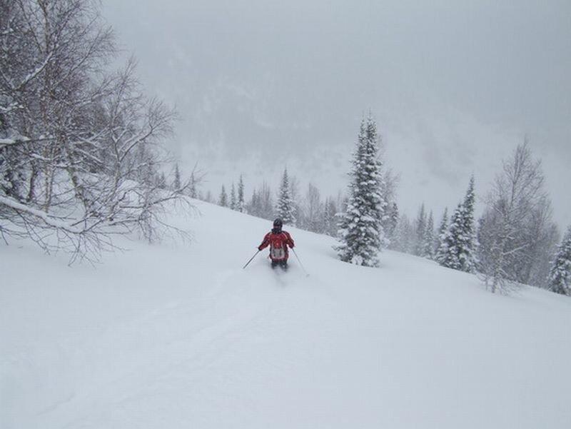 На лыжах в непроходимых горах (01.10.2013)