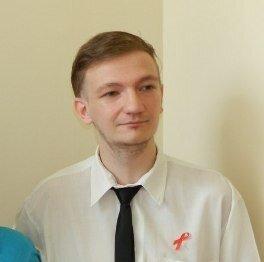 ЛГБТ-активисту, возложившему презервативы, отомстили