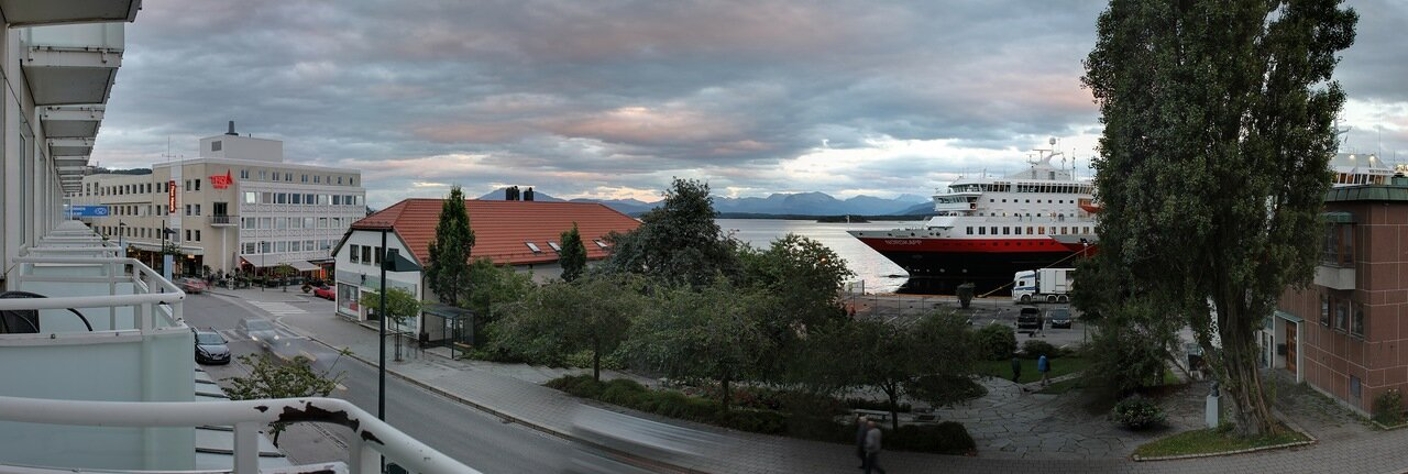 Норвегия, Вечерний Молде. набережная. Waterfront Molde, Norway, panorama
