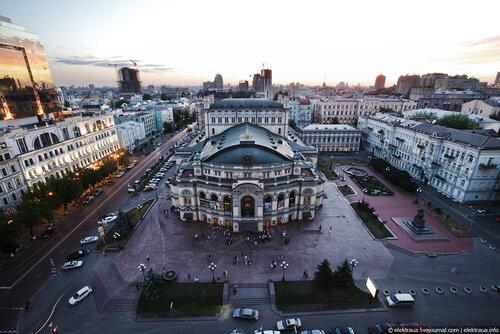 Театральная плащаь. Фото elektraua.livejournal.com