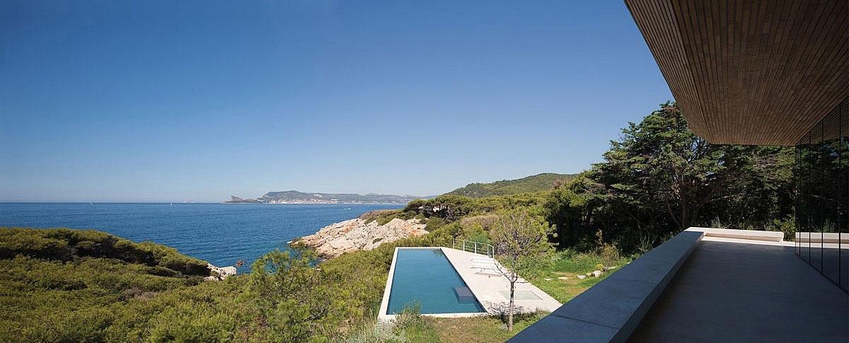 ALON, Atelier d'Architecture Bruno Erpicum & Partners, дом на юге Франции, панорамные окна в частном доме фото, дом на берегу Средиземного моря
