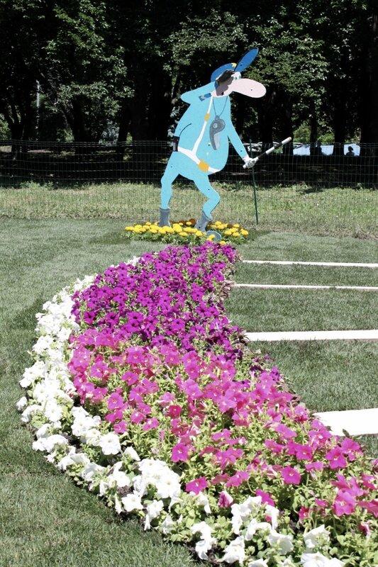 Инспектор ГАИ на цветочной обочине