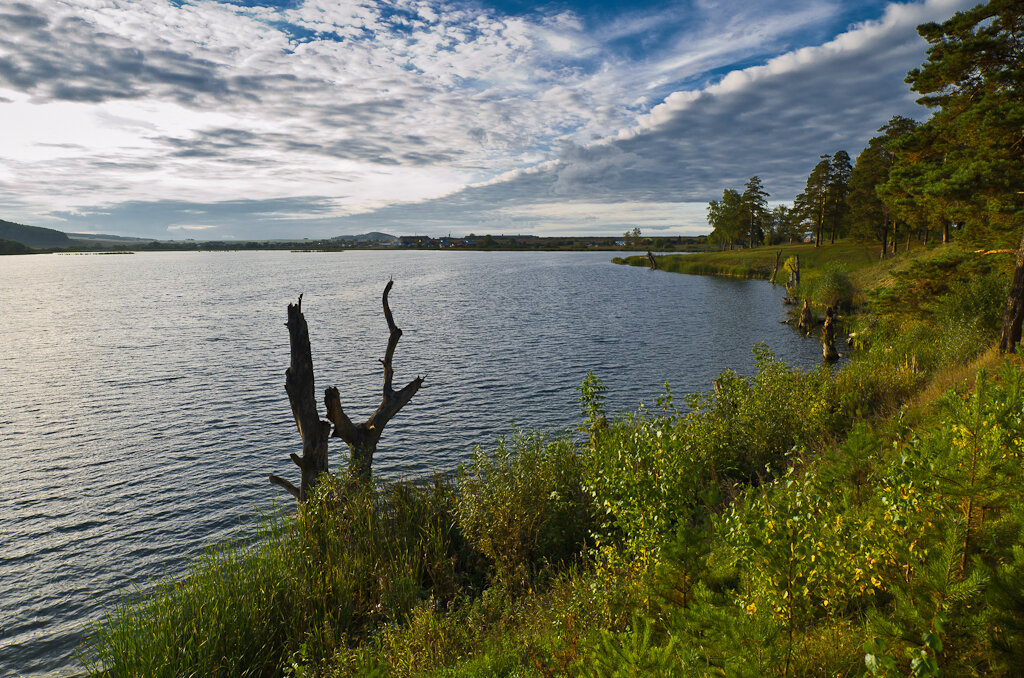 Пейзаж, снятый на ширик Самъянг 14/2,8 и кропнутую тушку Никон Д5100 . Съемка с рук.