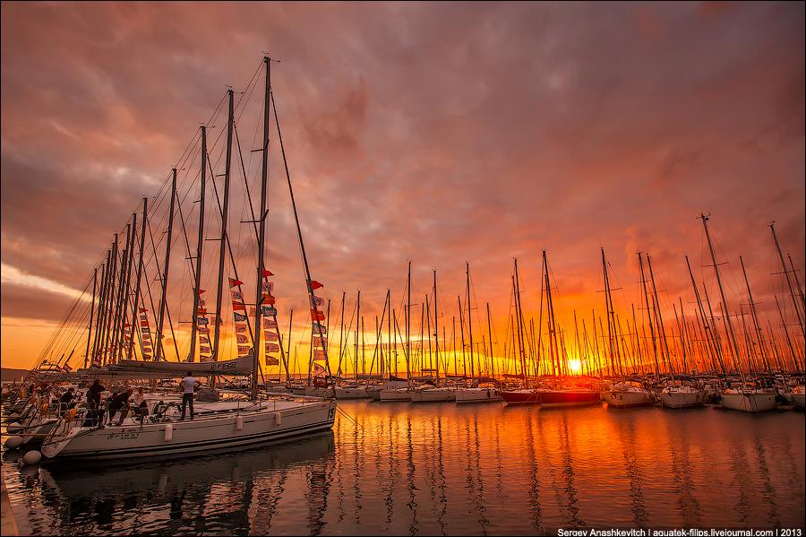 Закат и яхты