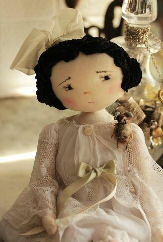 кукла с вышитыми глазками