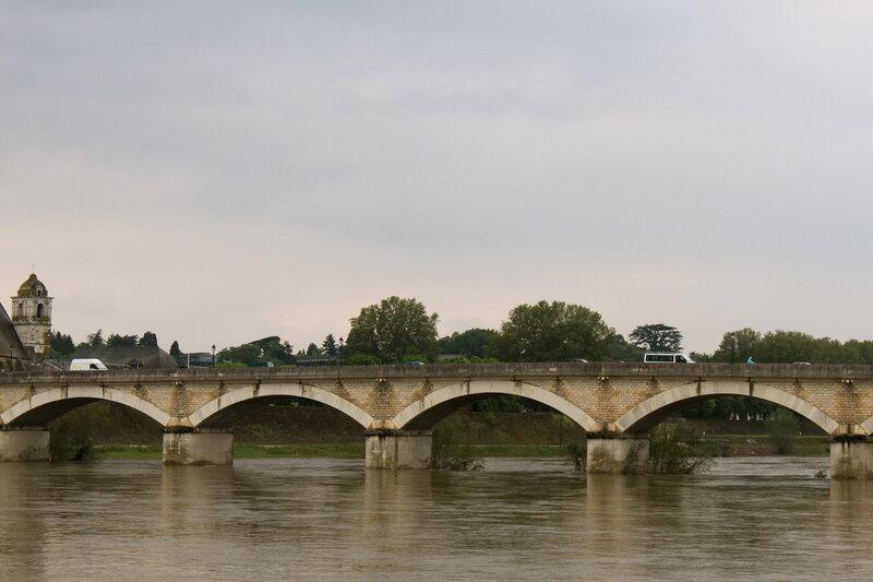 Мост через Луару в Амбуазе.