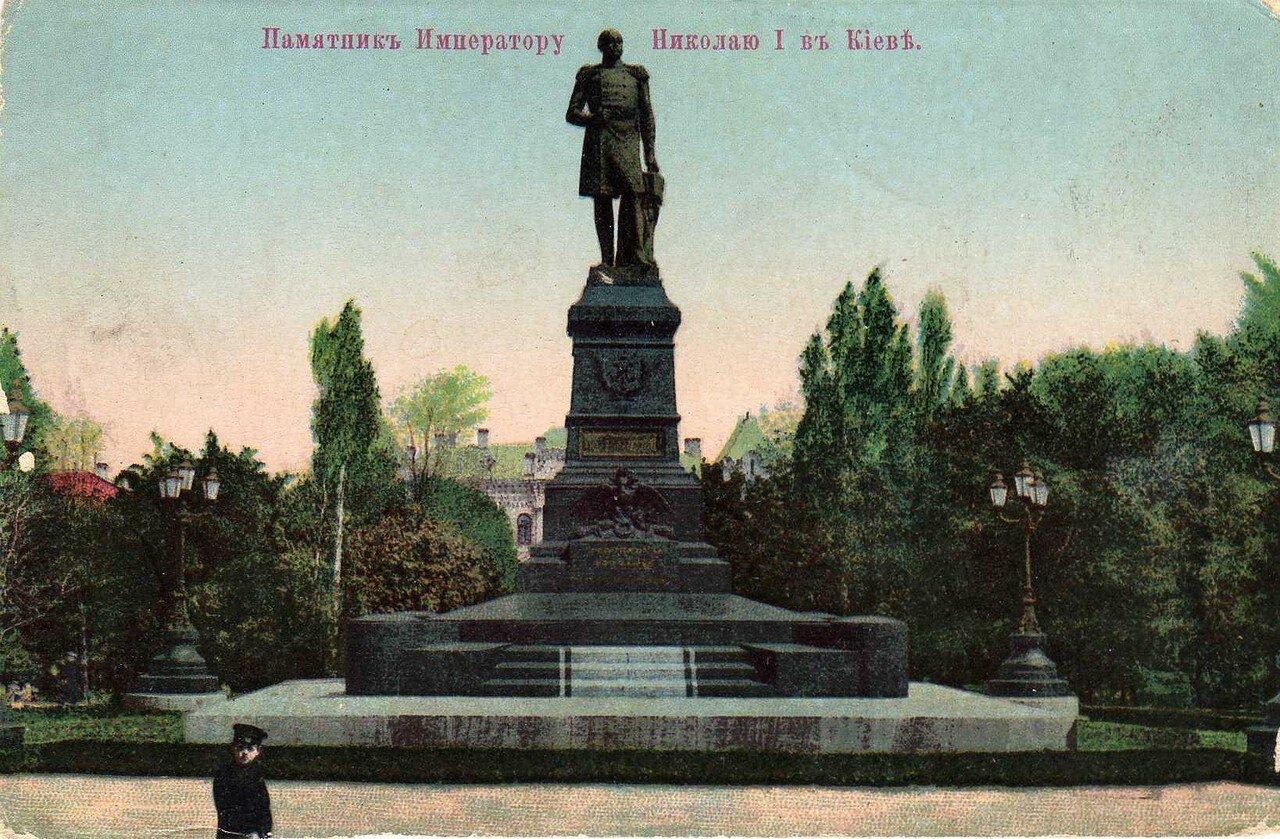 Памятник Императору Николаю I.