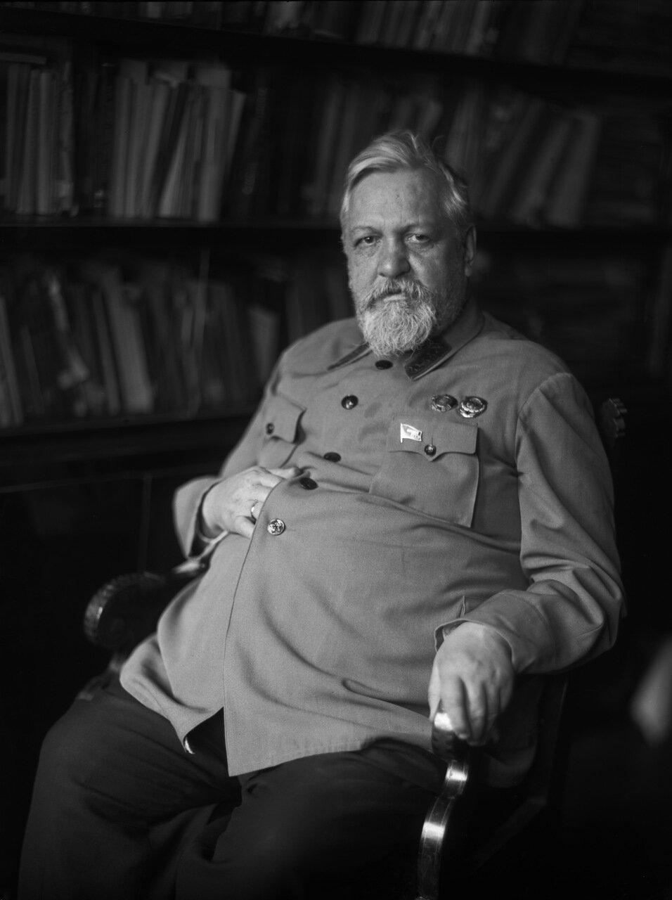 Образцов Владимир Николаевич (1874 — 1949) — российский и советский учёный в области транспорта. Лауреат двух Сталинских премий (1942, 1943). Академик АН СССР с 1939 года.