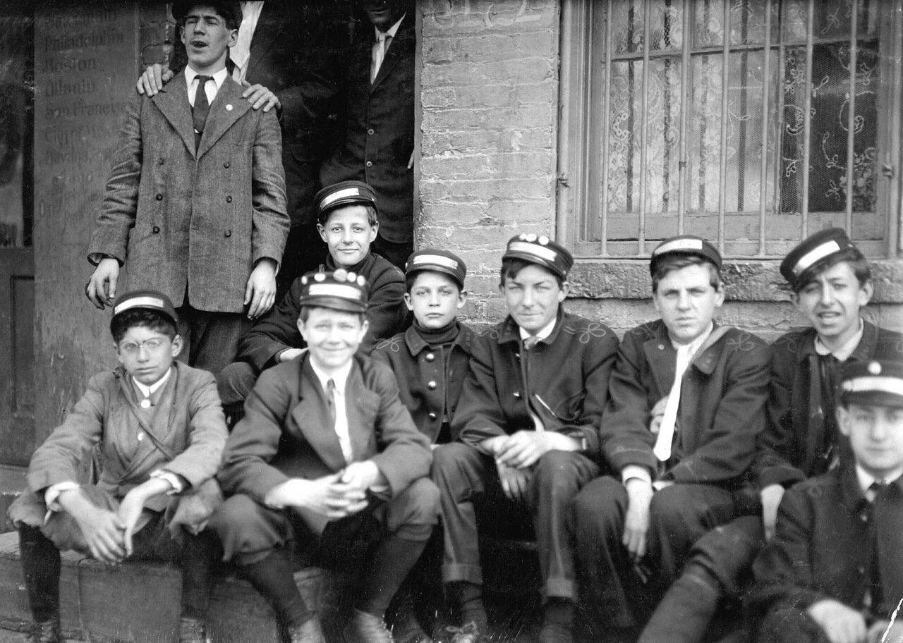 Группа мальчиков-посыльных, Вашингтон, 1912