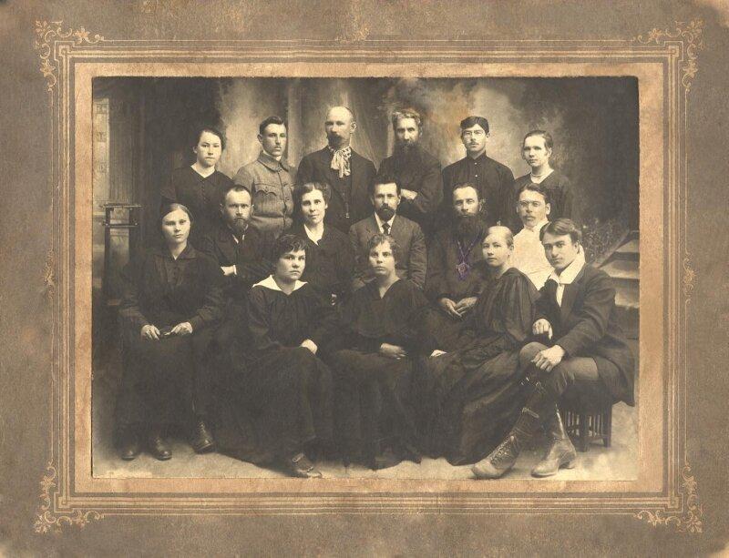 1919. Выпускники и преподаватели педагогических курсов в Красноярске