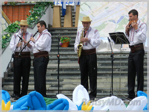 Концерт перед театром им. В. Александри ко Дню города
