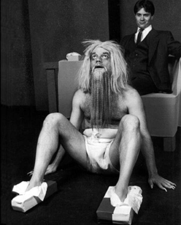 Говард Хьюз держит ноги в чистоте, 1976 год