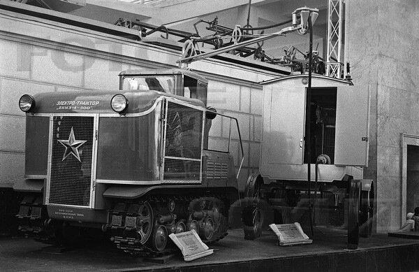 Электро-трактор ВИМЭ-4-500, павильон Механизация и электрификация сельского хозяйства СССР, 1939 г.