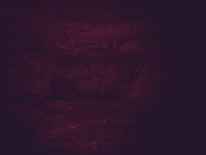 Фонарь Fenix HL30 в режиме красного света фотография отредактирована, максимально приближена к тому что я видел на   глаз.