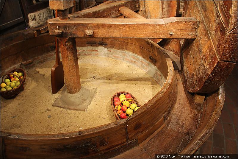 Старинный механизм для дробления яблок (музей Пер Маглуар)