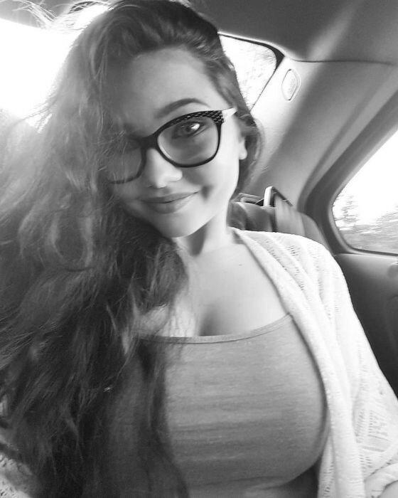 0 17a75b 140847f0 XL - Красивые девушки в очках: фото