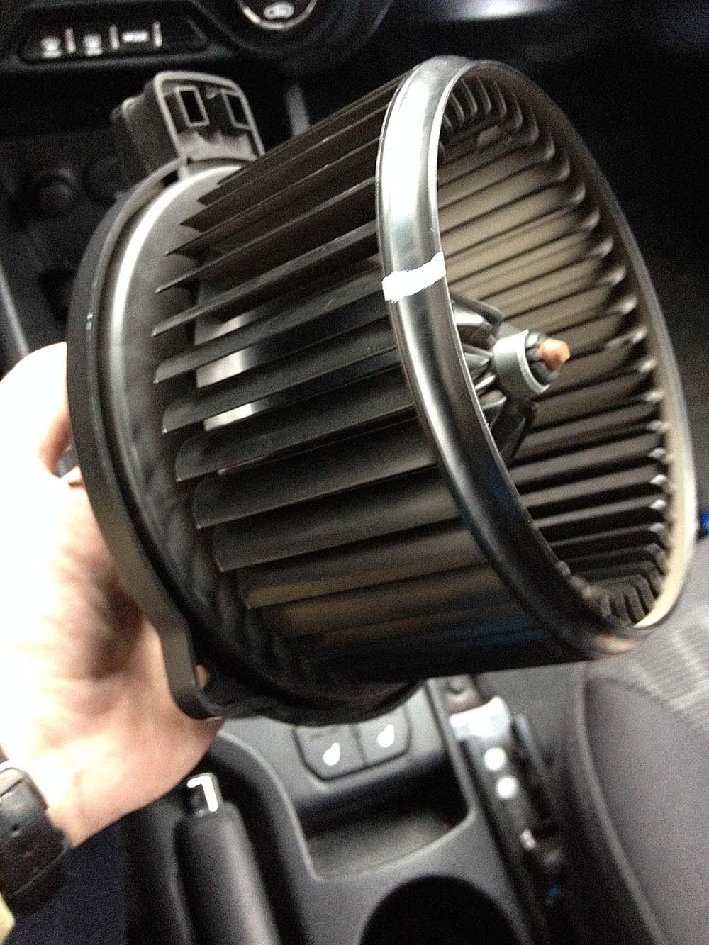 как снять вентилятор печки на киа рио 2012