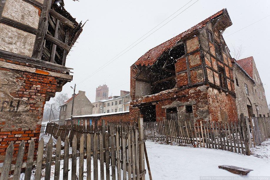 Сохранилось несколько зданий 17 века. Но им, увы, осталось недолго: