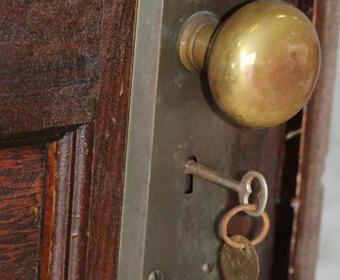 Тайна 70-ти лет: как наследникам досталась квартира, запертая на ключ с 1939 года (7 фото)