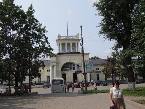 Луга,здание железнодорожного вокзала
