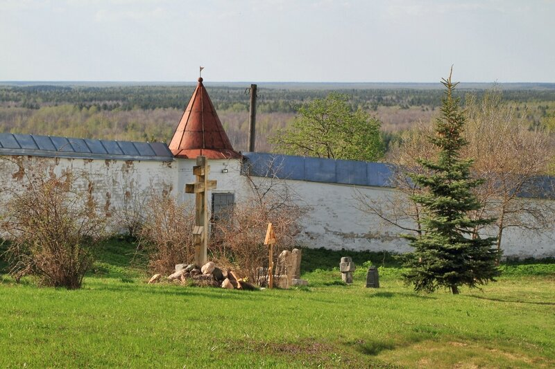 Никольский монастырь, крепостная стена