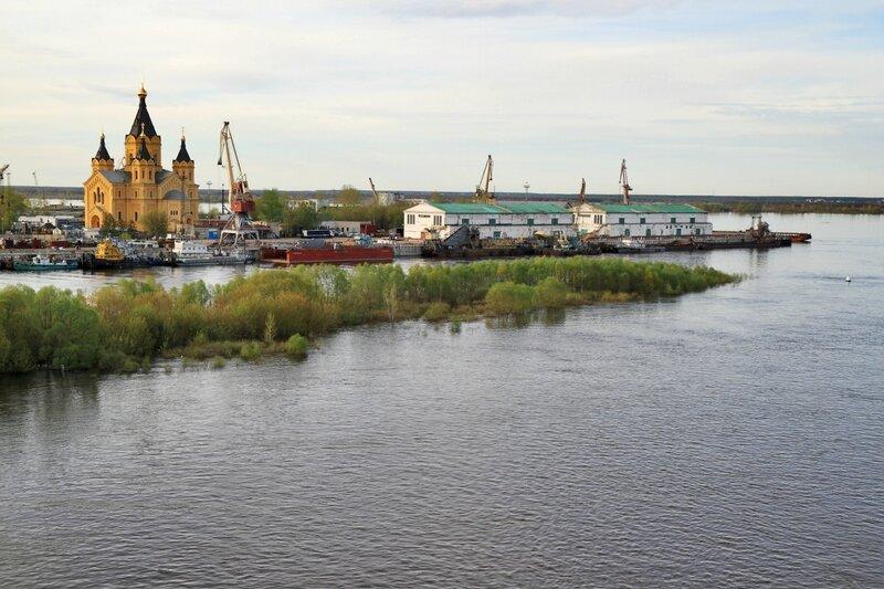 Кафедральный собор Александра Невского и нижегородский грузовой речной порт
