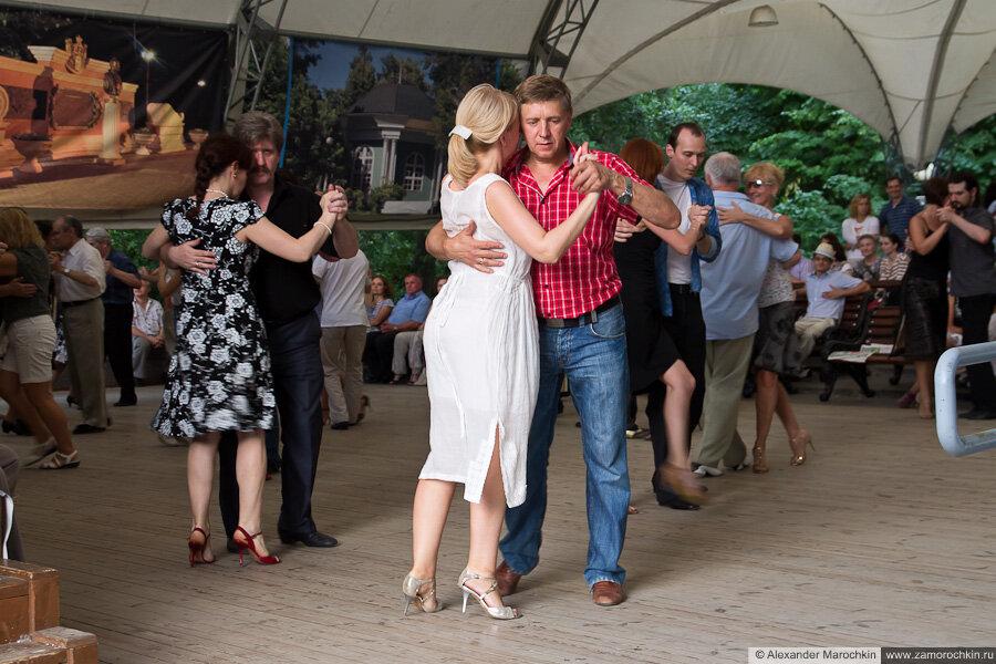 Танцы в Екатерининском парке