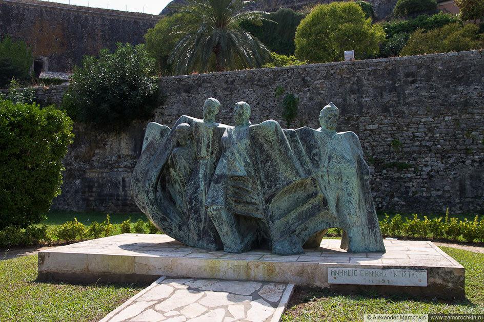 Памятник в Керкире рядом с Новой Крепостью, Корфу, Греция