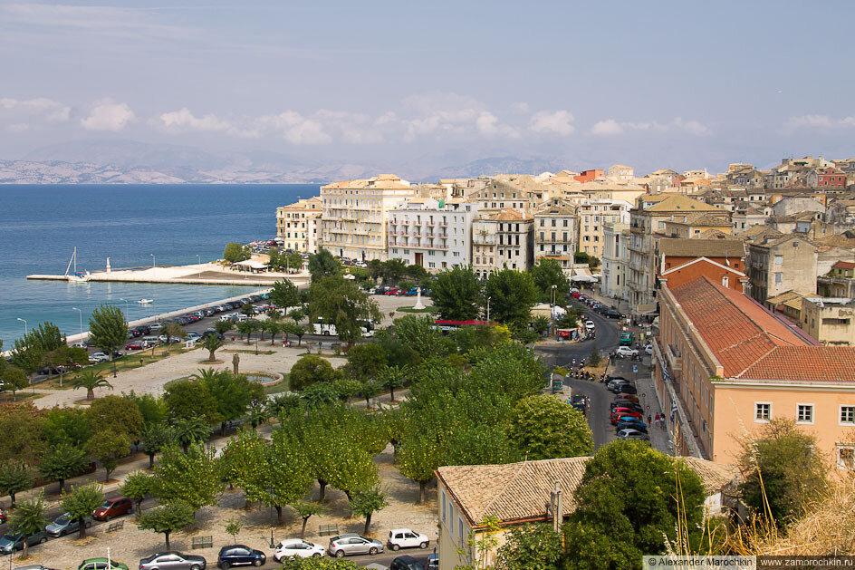 Площадь Спилия рядом с Новой Крепостью в Керкире, Корфу, Греция