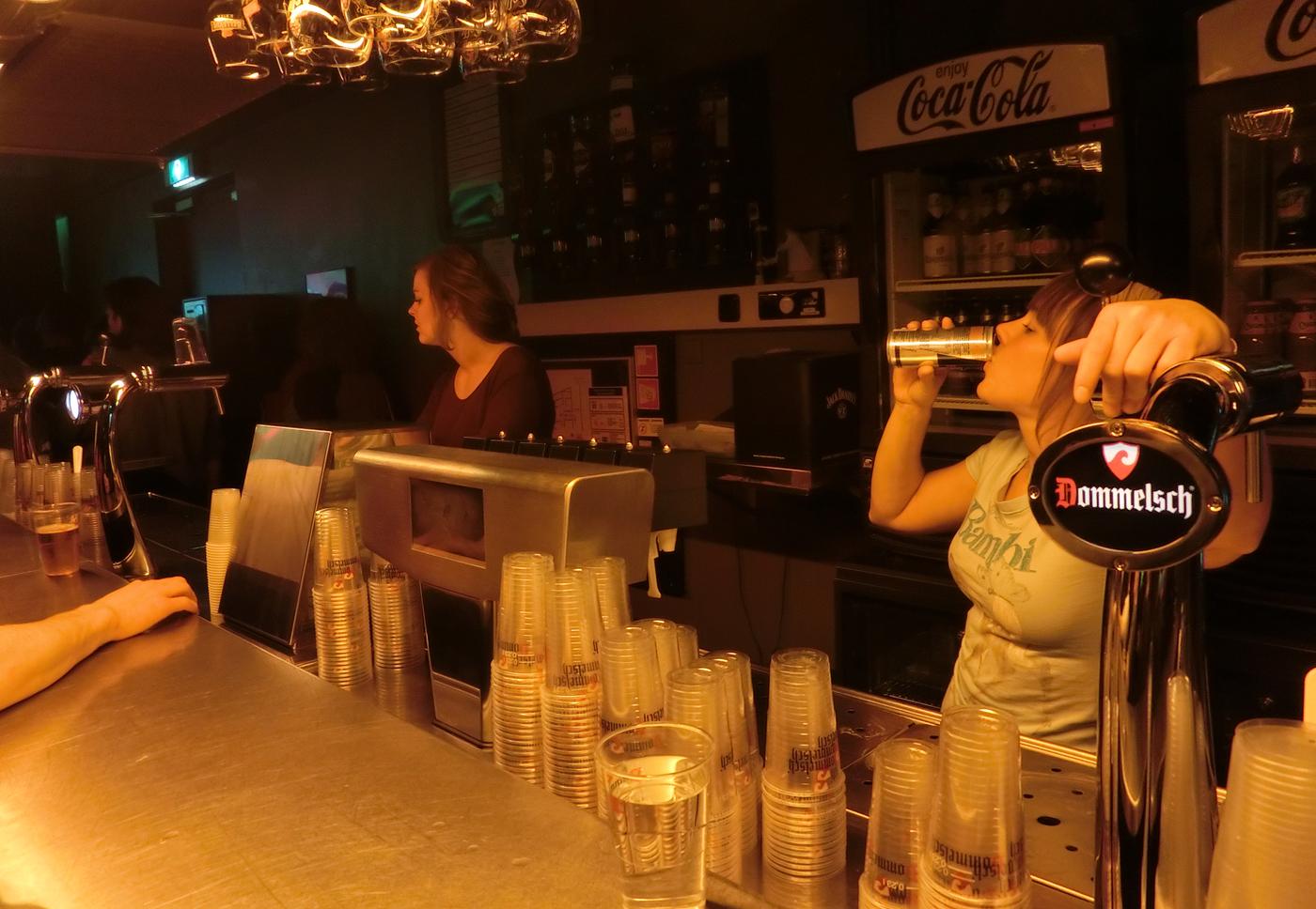 bar girl, Roadburn 2013