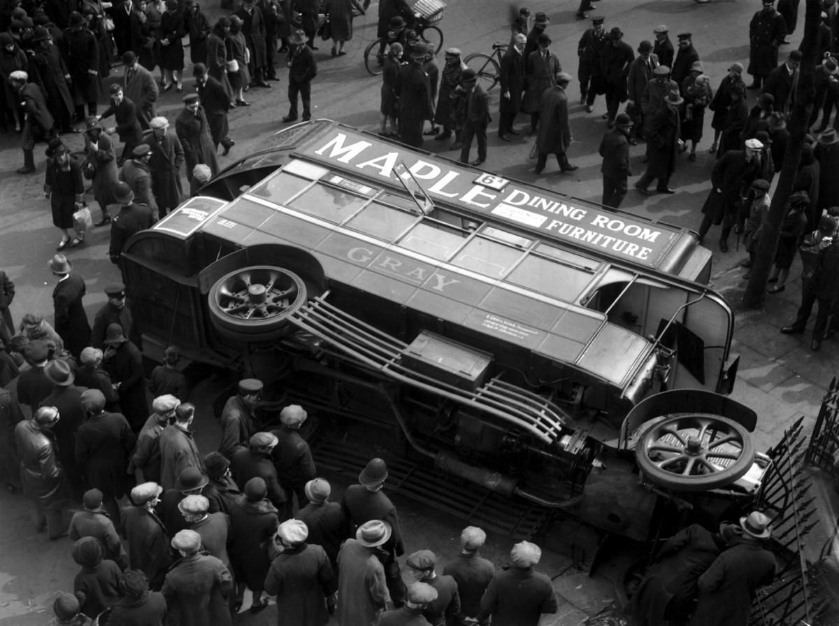 Автомобильные аварии в Лондоне и его окрестностях на фото 1-й половины 20 века (4)