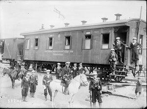 1919. Английские офицеры и матросы на станции Сорока (между Архангельском и  Мурманском)