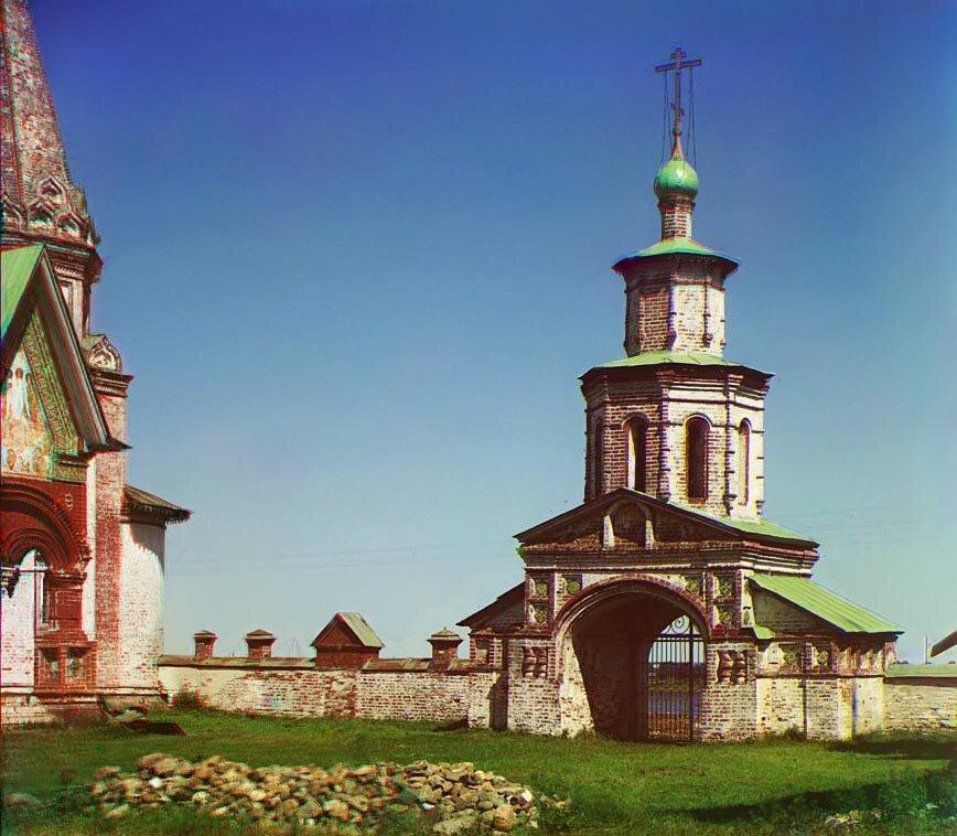Выход на Волгу из ограды церкви Иоанна Златоуста.