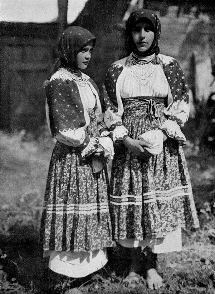 Подкарпатская Русь. Нижнее Селище. Девушки 1925