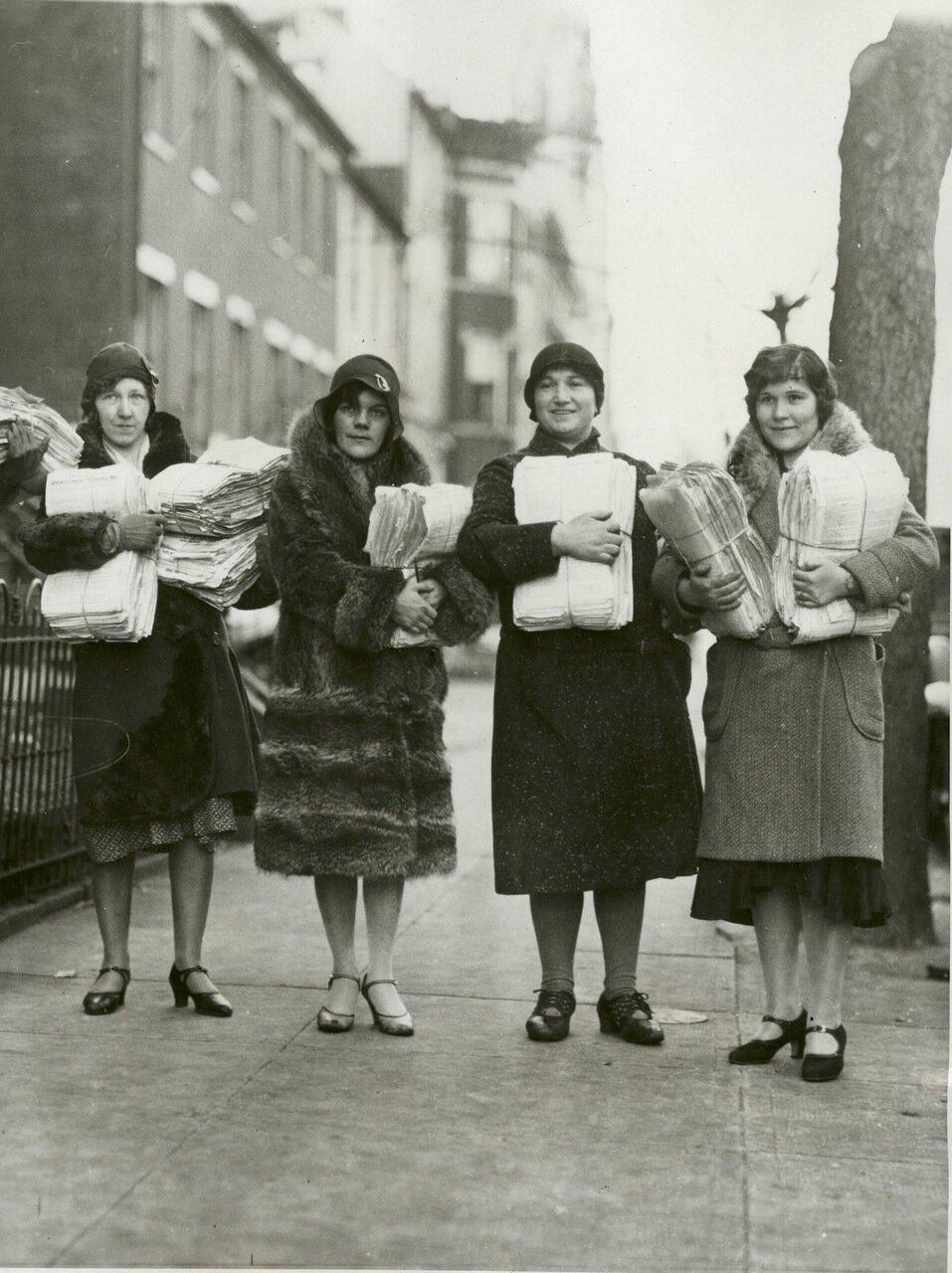 1931. Женщины с петициями в Конгресс с требованиями выделения каждому безработному 25$ в неделю