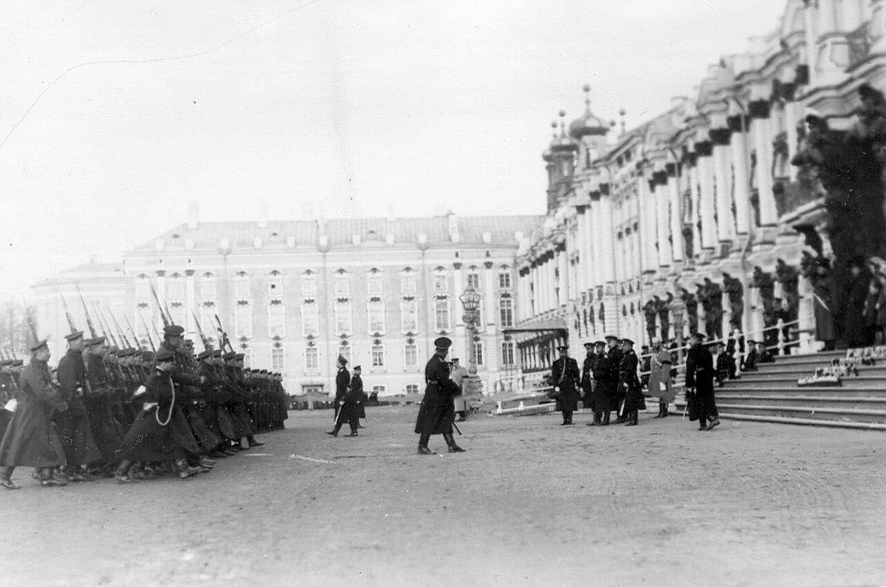 18. Парад новобранцев морских частей на площади у Екатерининского дворца.  14 апреля 1909
