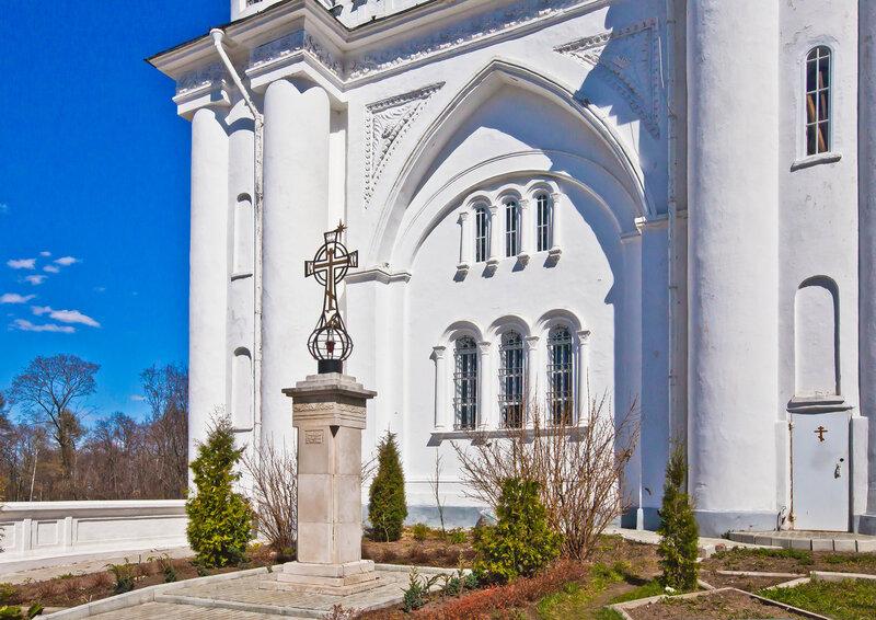 Памятный знак к 2000-летию крещения Руси