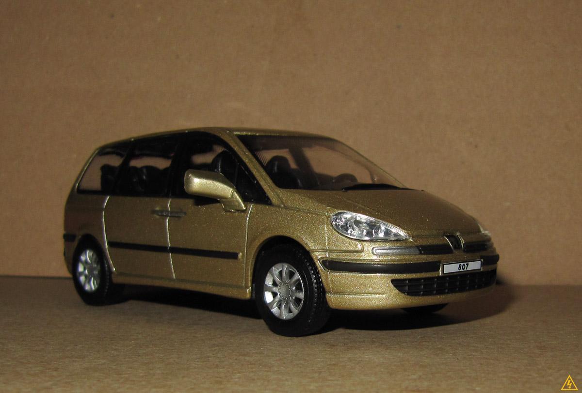 Peugeot 807 8.jpg
