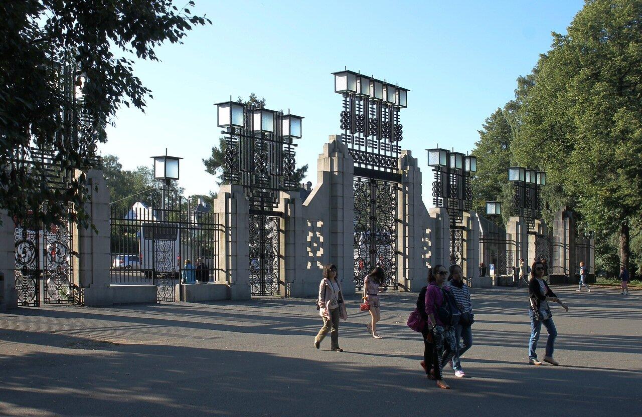 Oslo, Vigeland park, Main gate (Hovedportalen)