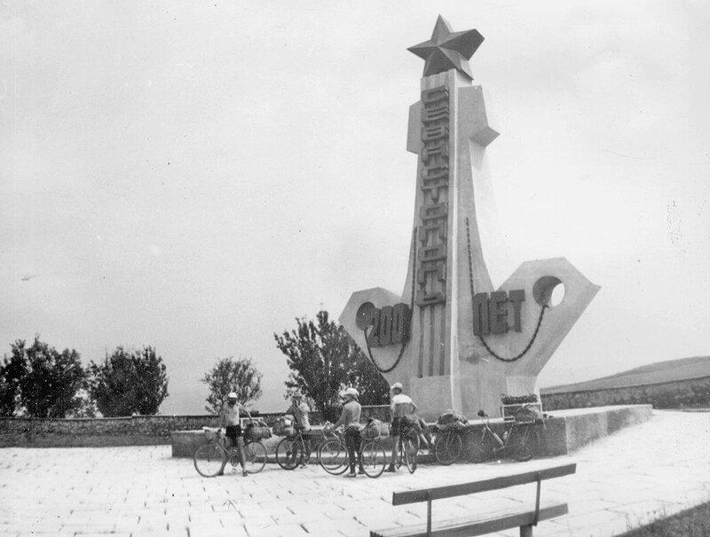 20. Памятник в честь 200-летия Севастополя