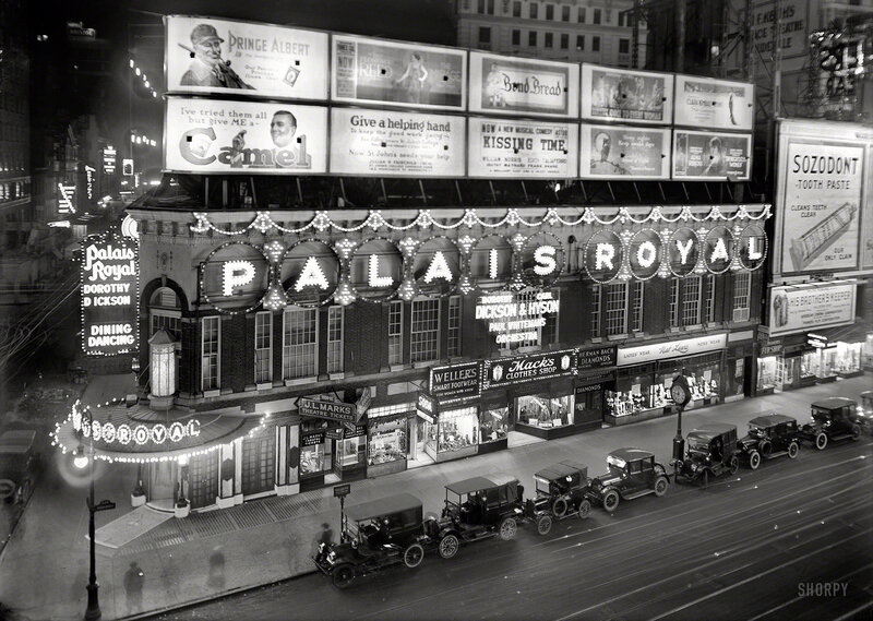 New York circa 1920. Palais Royal, Broadway
