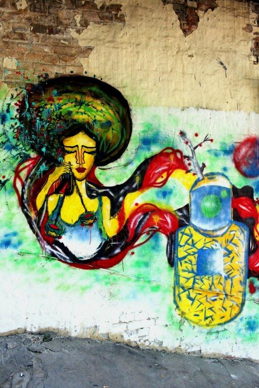 Граффити во дворе на Европейской площади
